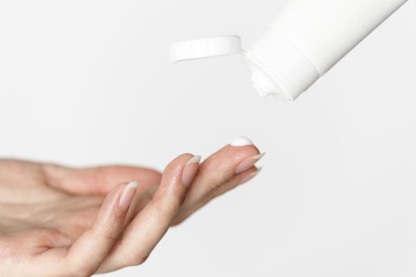 کرم مرطوب کننده مناسب پوست مختلط