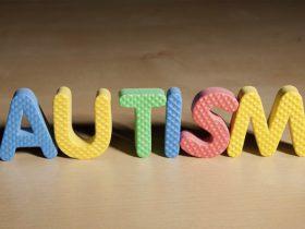 علائم طیف اوتیسم