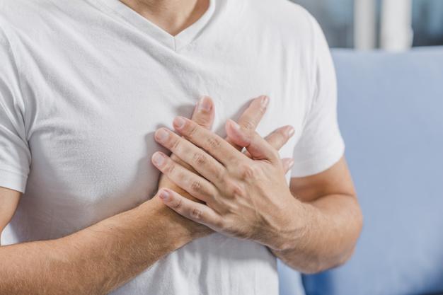 نگاهی به شش علت احتمالی درد قفسه سینه