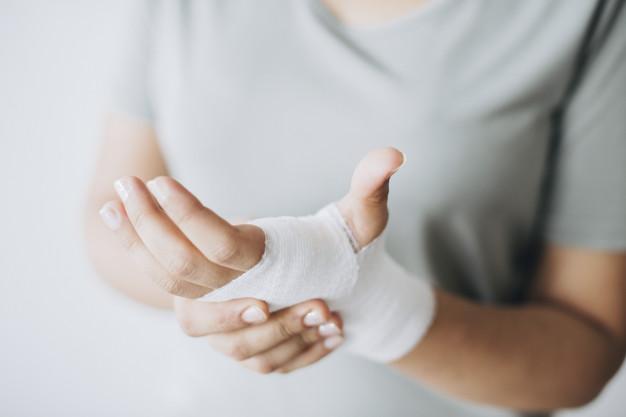 نگاهی اجمالی به 14 علت درد انگشتان دست