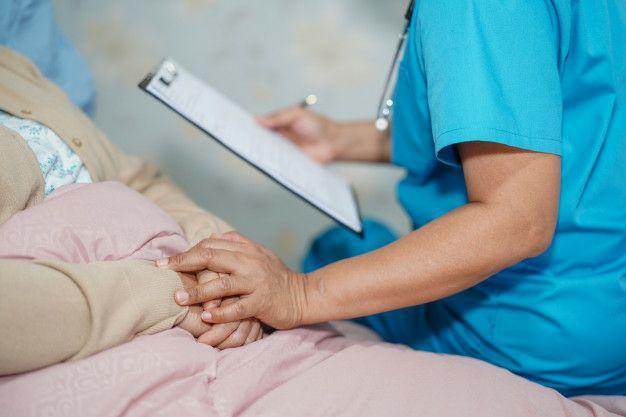 6 نکتهی مهم دربارهی مراقبت از بیمار مبتلا به ایدز که در مراحل پیشرفتهی بیماری است