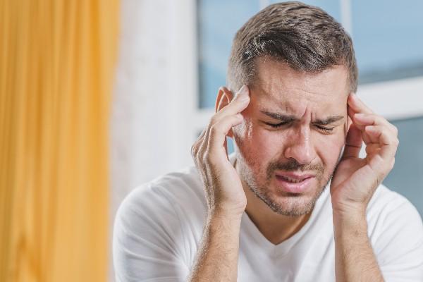 علتهای چشمی سردرد چیست؟