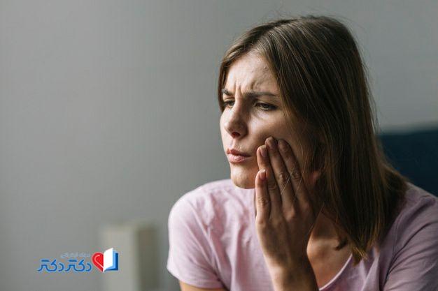 آیا رعایت نکردن بهداشت دهان و مشکلات دندانی میتواند علت طعم بد دهان باشد؟